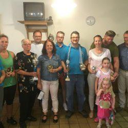 Ortsbürgermeister Quirmbach überreicht Pokale an DCV-Schützen (c) M. Ebner